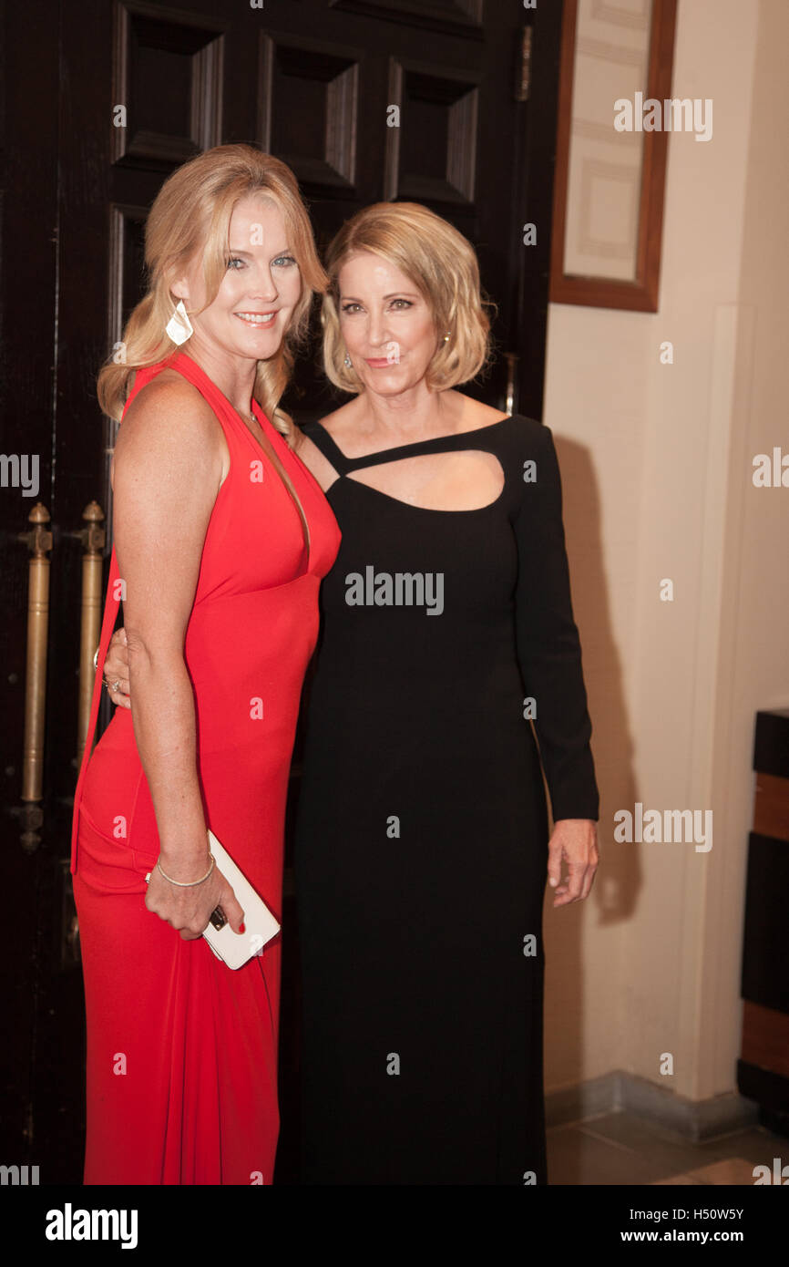 Maeve Quinlan and Chris Evert pose for photos on the Red Carpet on