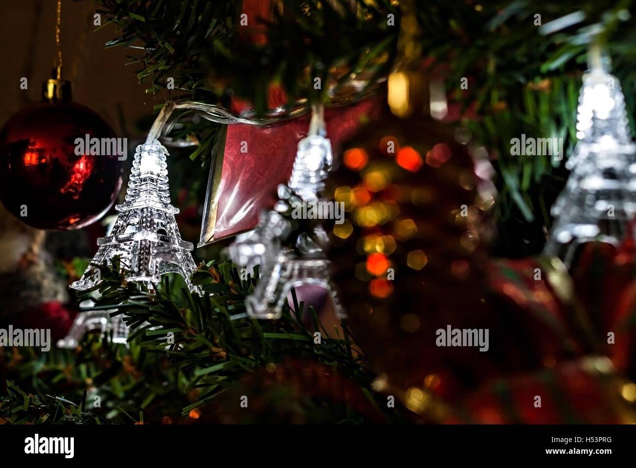 Eiffel tower christmas tree ornament - Christmas Garland On A Christmas Tree Eiffel Towers