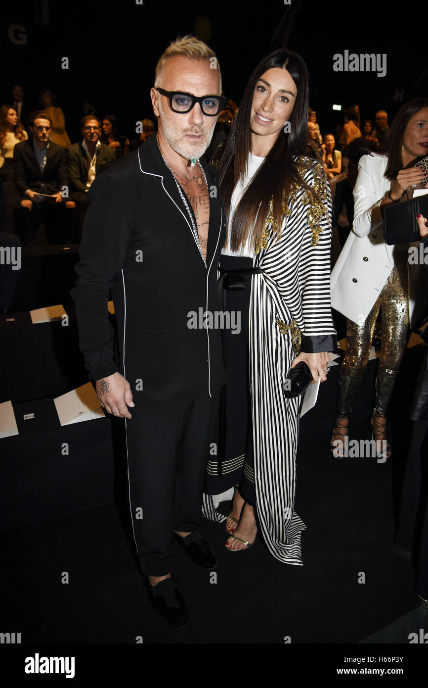 Conosciuto Milan Fashion Week Spring/Summer 2017 - Elisabetta Franchi - Front  FG41