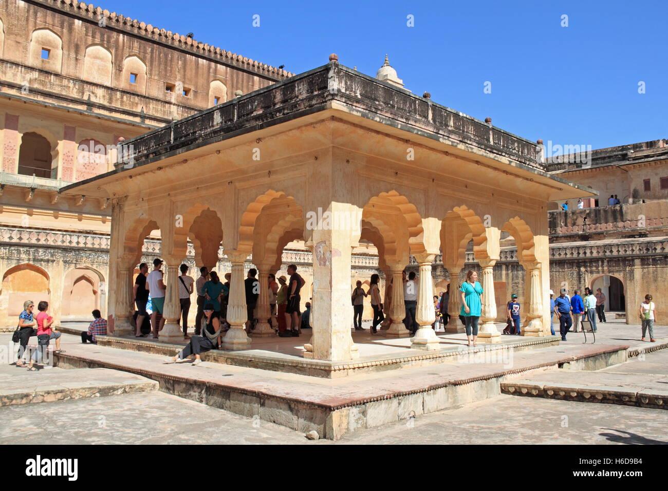 Baradari pavilion zenani deorhi amer or amber fort for Decor india jaipur