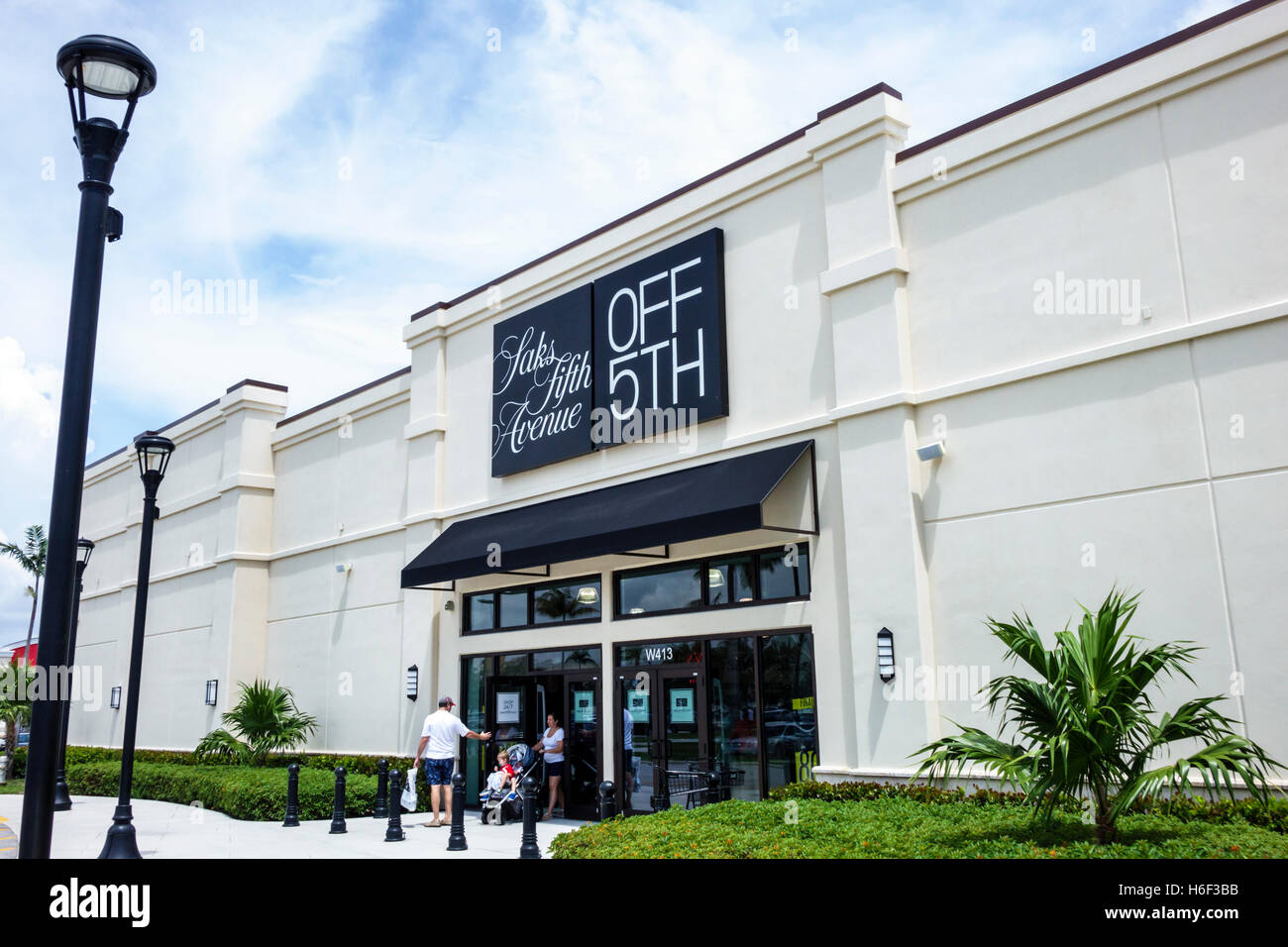 Palm Beach Florida Outlets Shopping Saks Fifth Avenue Off Th Front Entrance