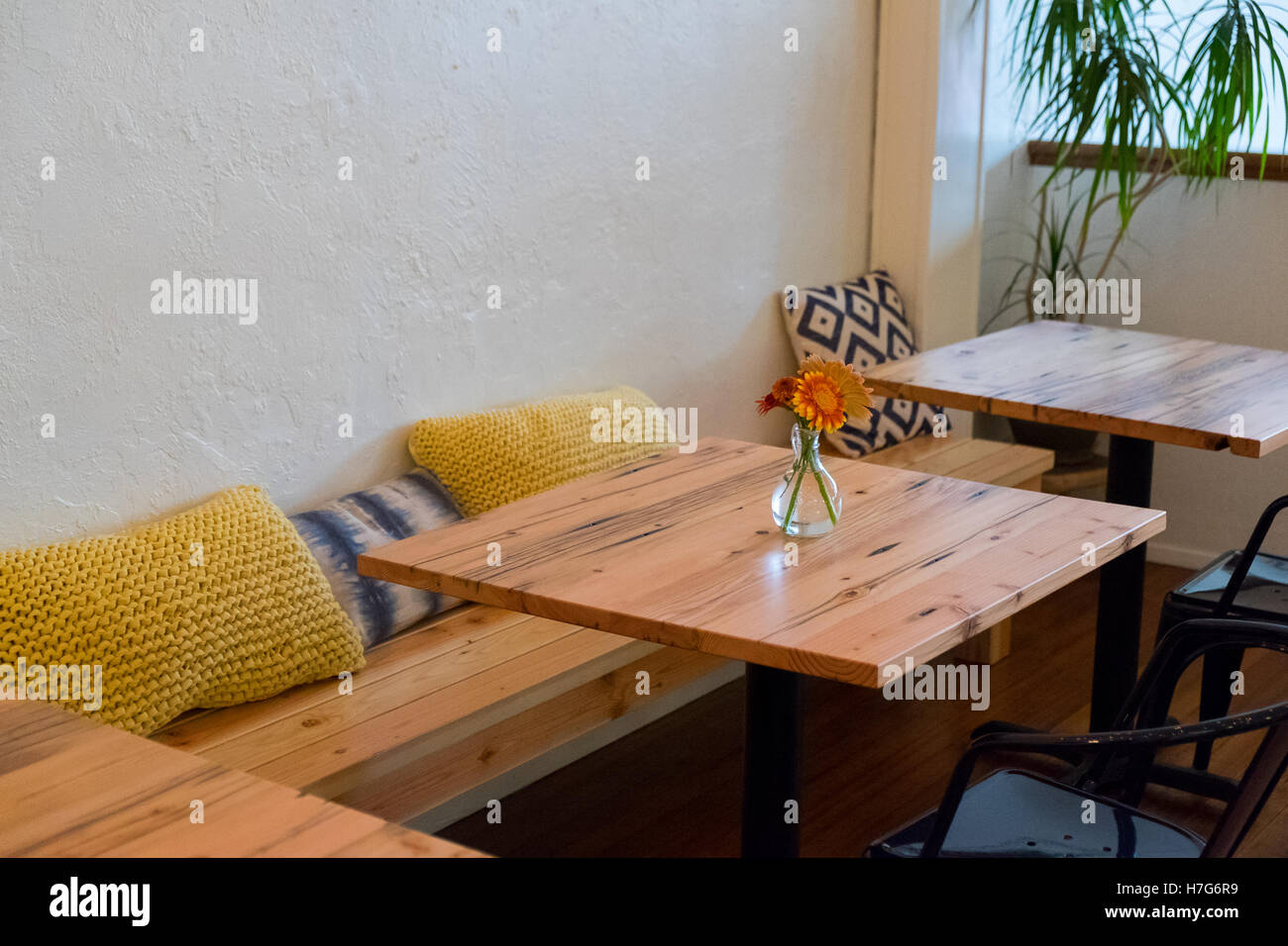 Bench seating at a coffee shop restaurant with small cafe  : bench seating at a coffee shop restaurant with small cafe tables and H7G6R9 from www.alamy.com size 1300 x 956 jpeg 157kB