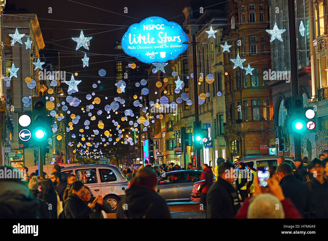 London uk 6th nov 2016 the oxford street christmas for H m christmas decorations