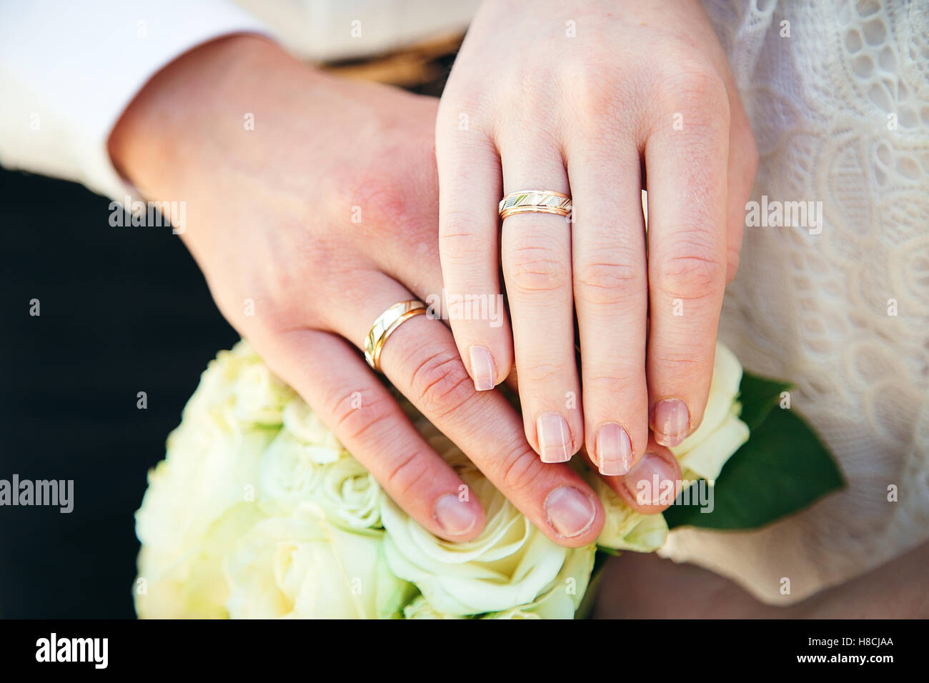 Hands and rings on wedding bouquet Stock Photo: 125667650 - Alamy