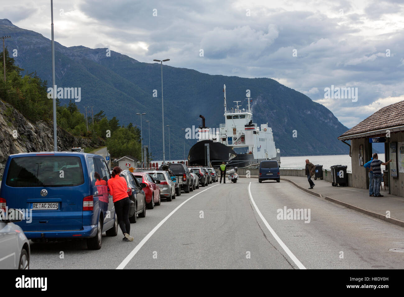 Car ferries sognefjord norway - Cars Queuing To Enter In The Gudvangen Kaupanger Car Ferry Crossing Sognefjord Norway