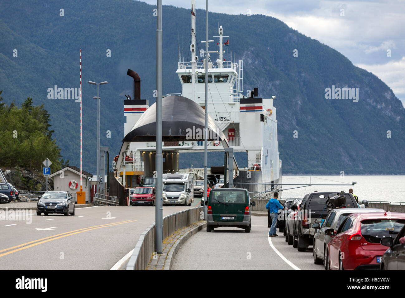 Car ferries sognefjord norway - Cars Queuing To Enter And Disembarking In The Gudvangen Kaupanger Car Ferry Crossing Sognefjord Norway