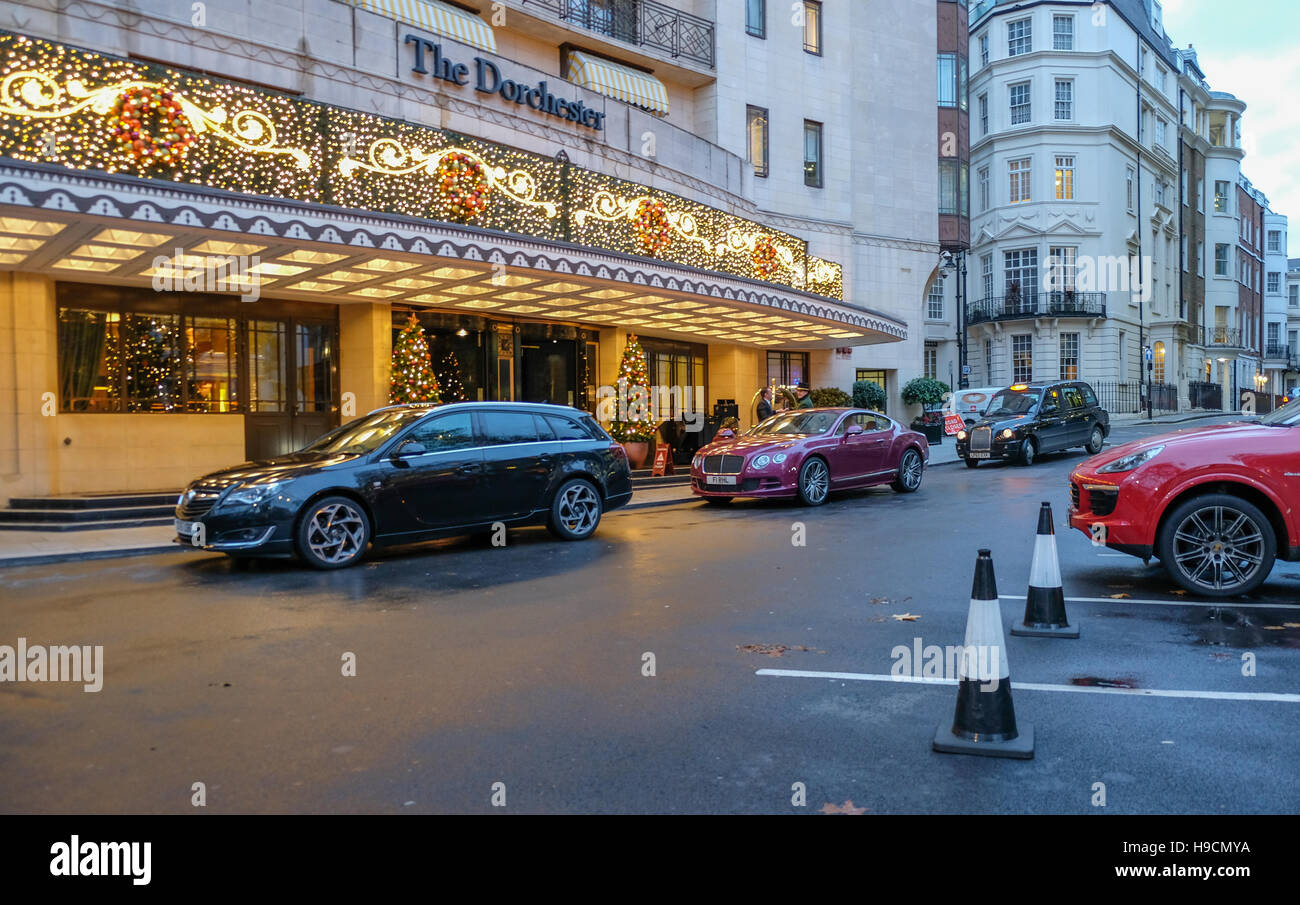 Cars stopped outside the Dorchester Hotel, Park Lane, dropping off ...