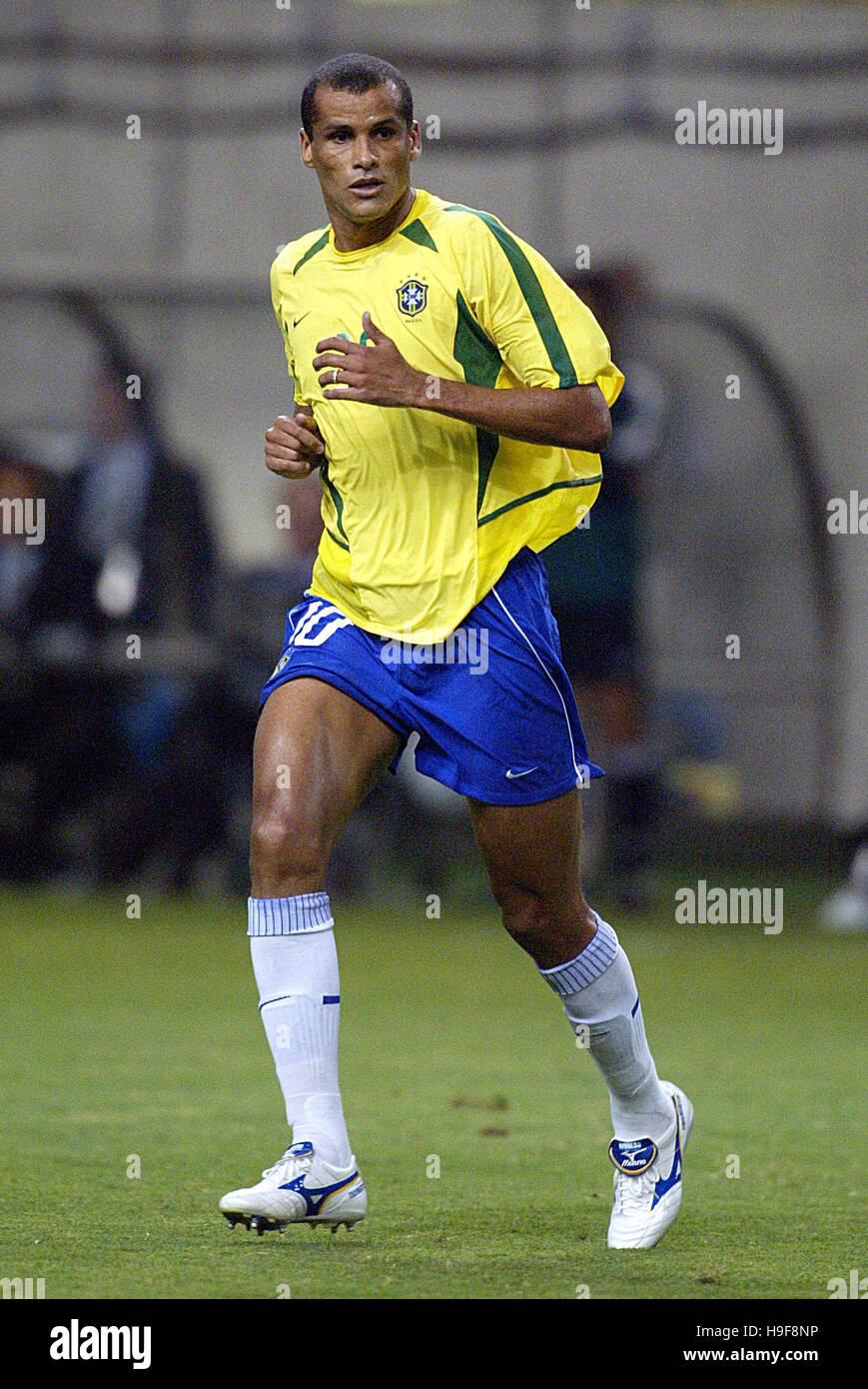 RIVALDO BRAZIL & FC BARCELONA KOBE WING STADIUM KOBE JAPAN 17 June