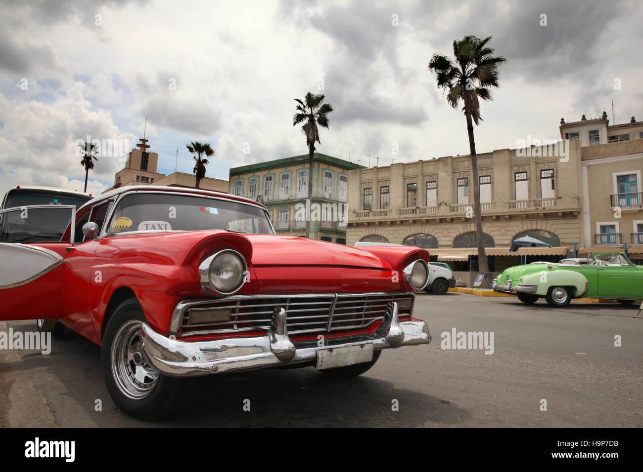 Classic American 1950\'s Cars in the street in Havana, Cuba Stock ...