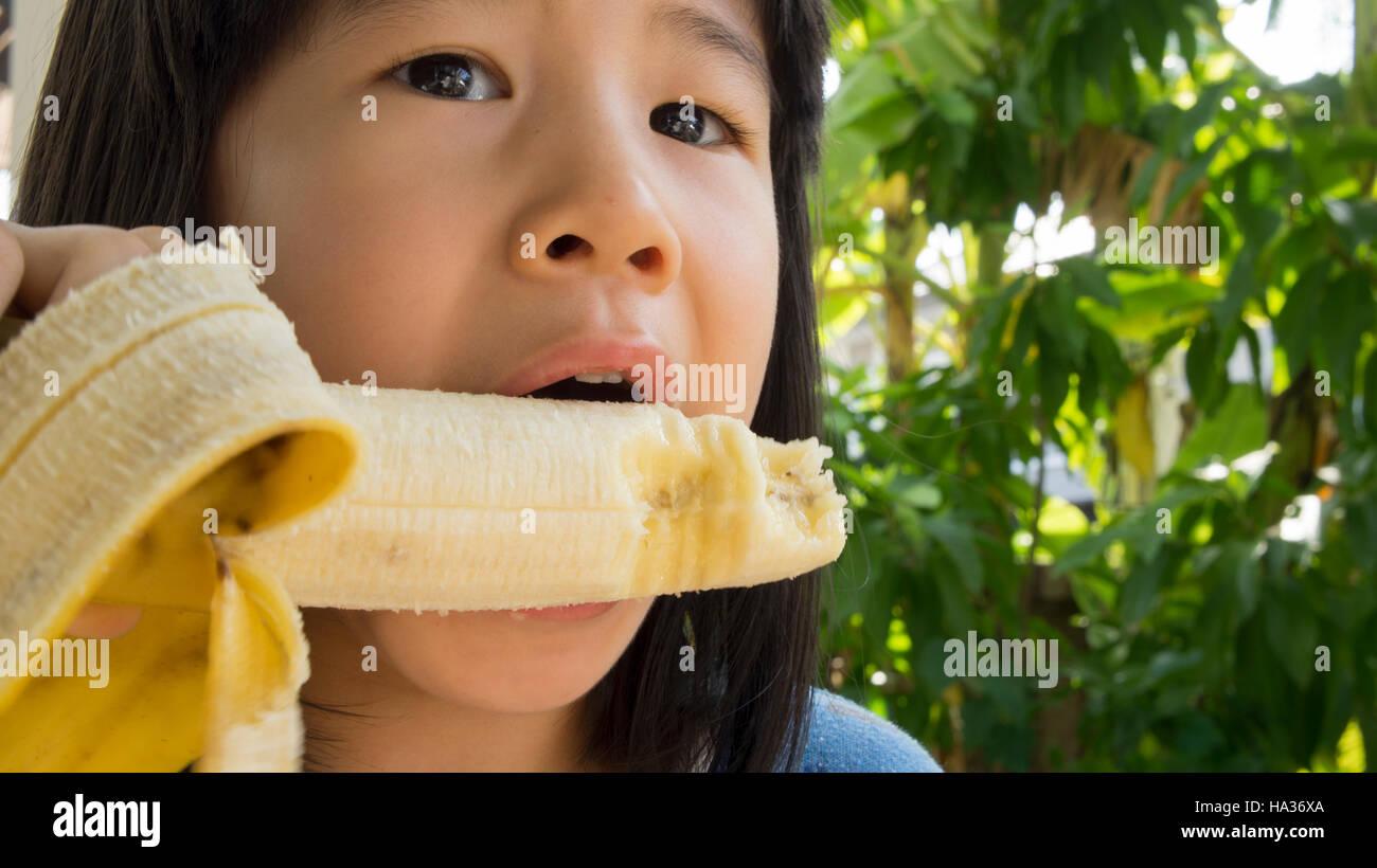 girls eating bannana