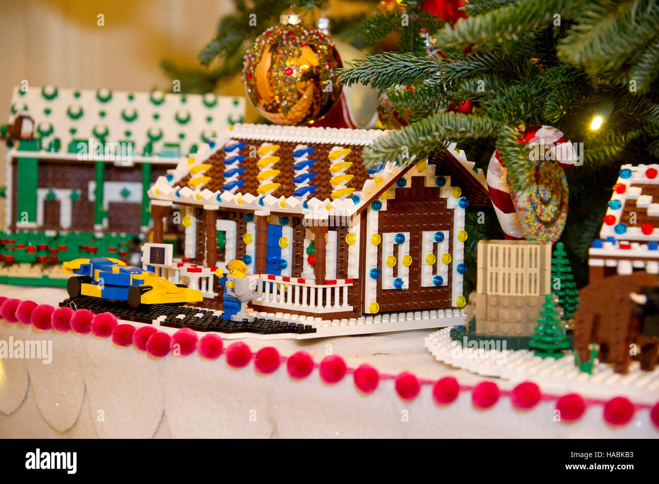Holiday decorations at the white house are displayed during a press - The 2016 White House Christmas Decorations Are Previewed For The Press At The White House In Washington Dc Pictured Is Detail Of One