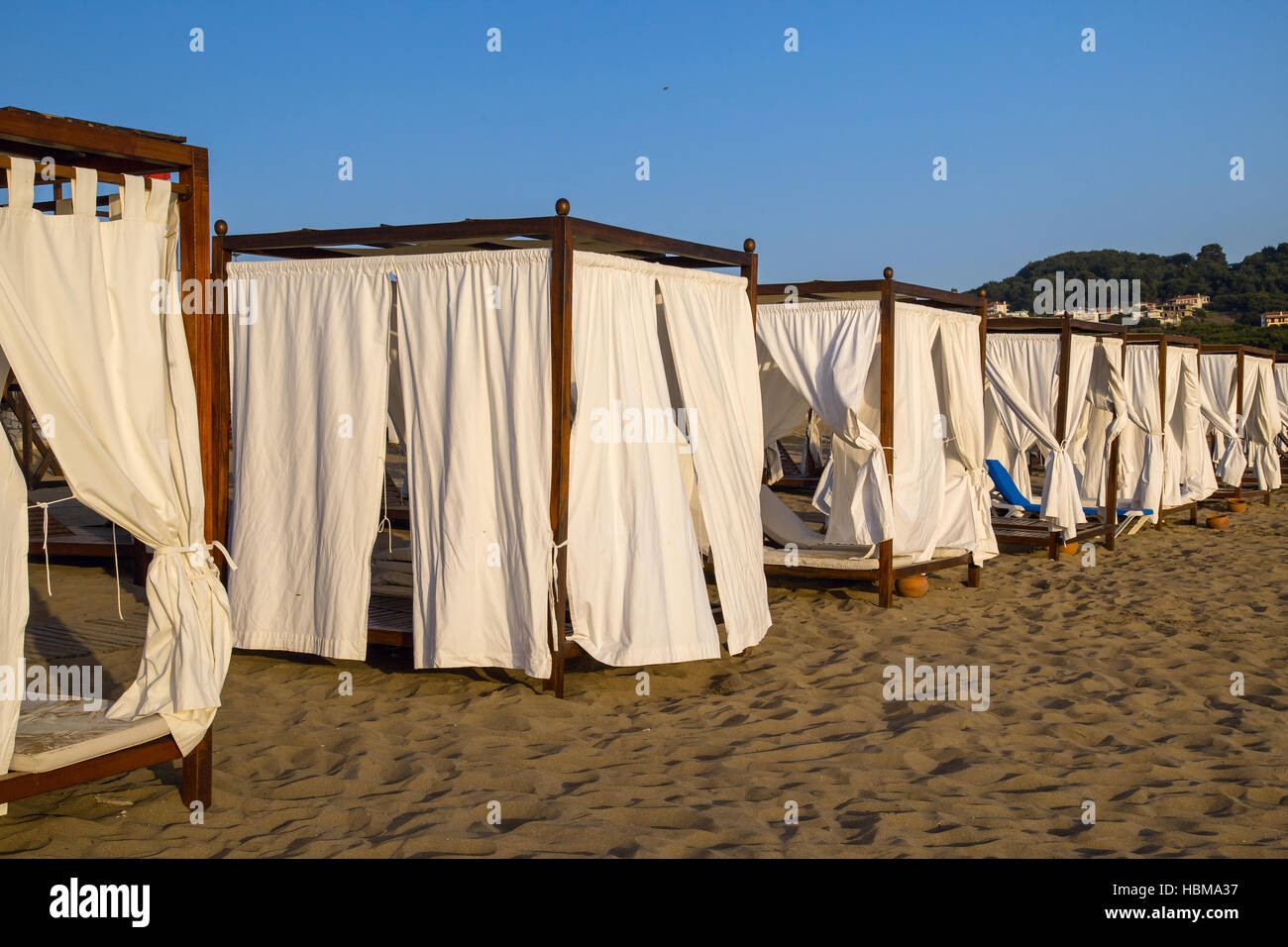 Beach canopies at a luxury resort & Beach canopies at a luxury resort Stock Photo: 127680763 - Alamy