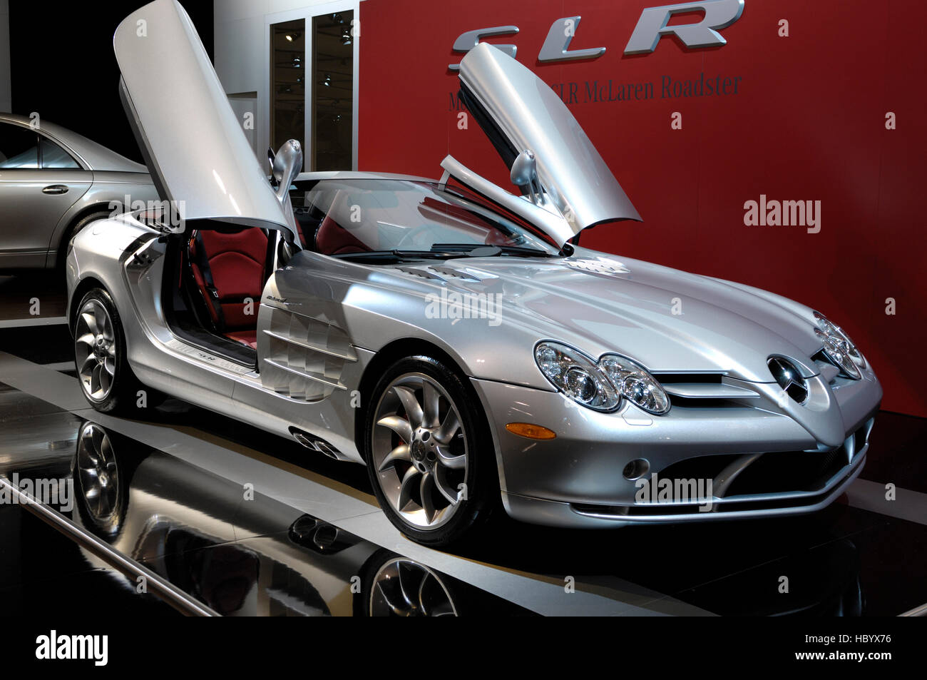 Mercedes benz slr mclaren roadster anglo german sports car toronto auto show 2008 canada