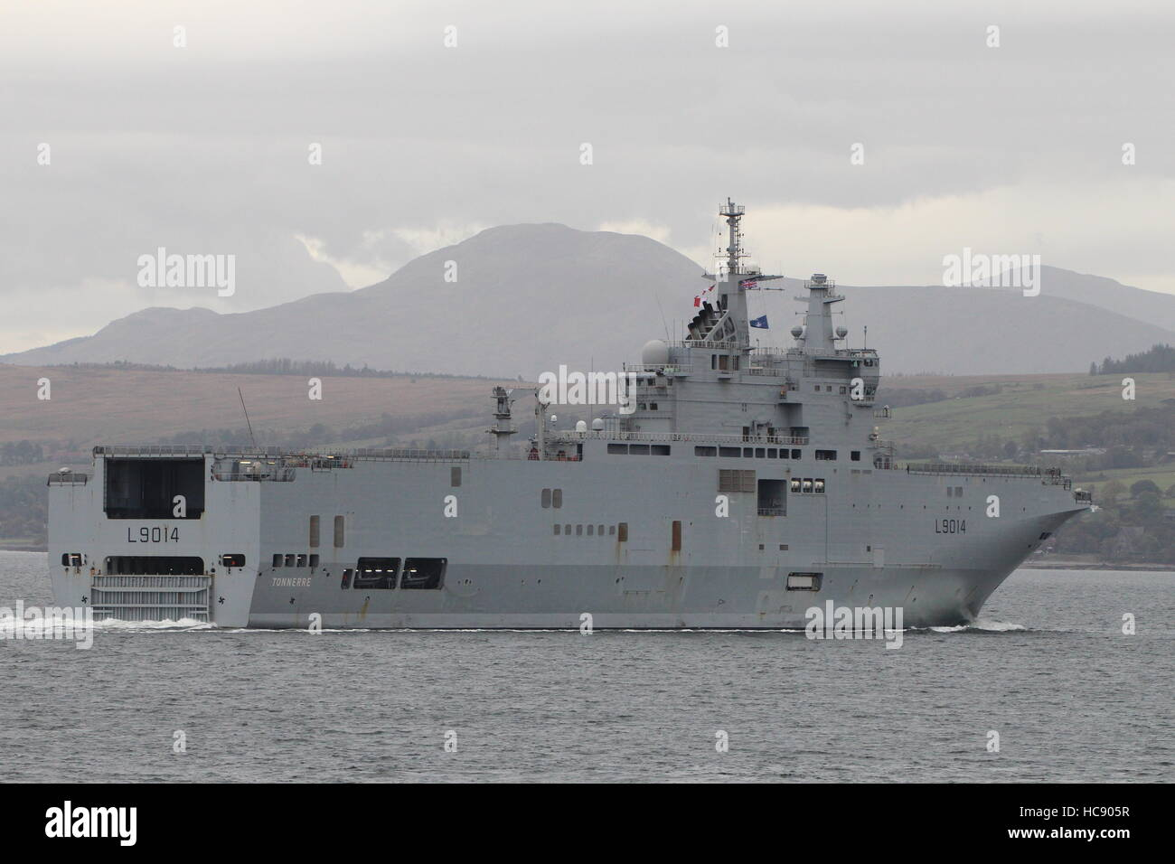 fs tonnerre l9014 a mistral class amphibious assault ship of the french