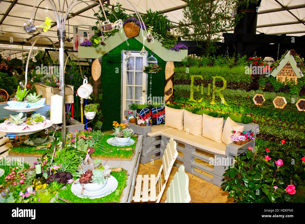 Chelsea flower show 2016 nursery fresh plants flower for Fresh air garden designs