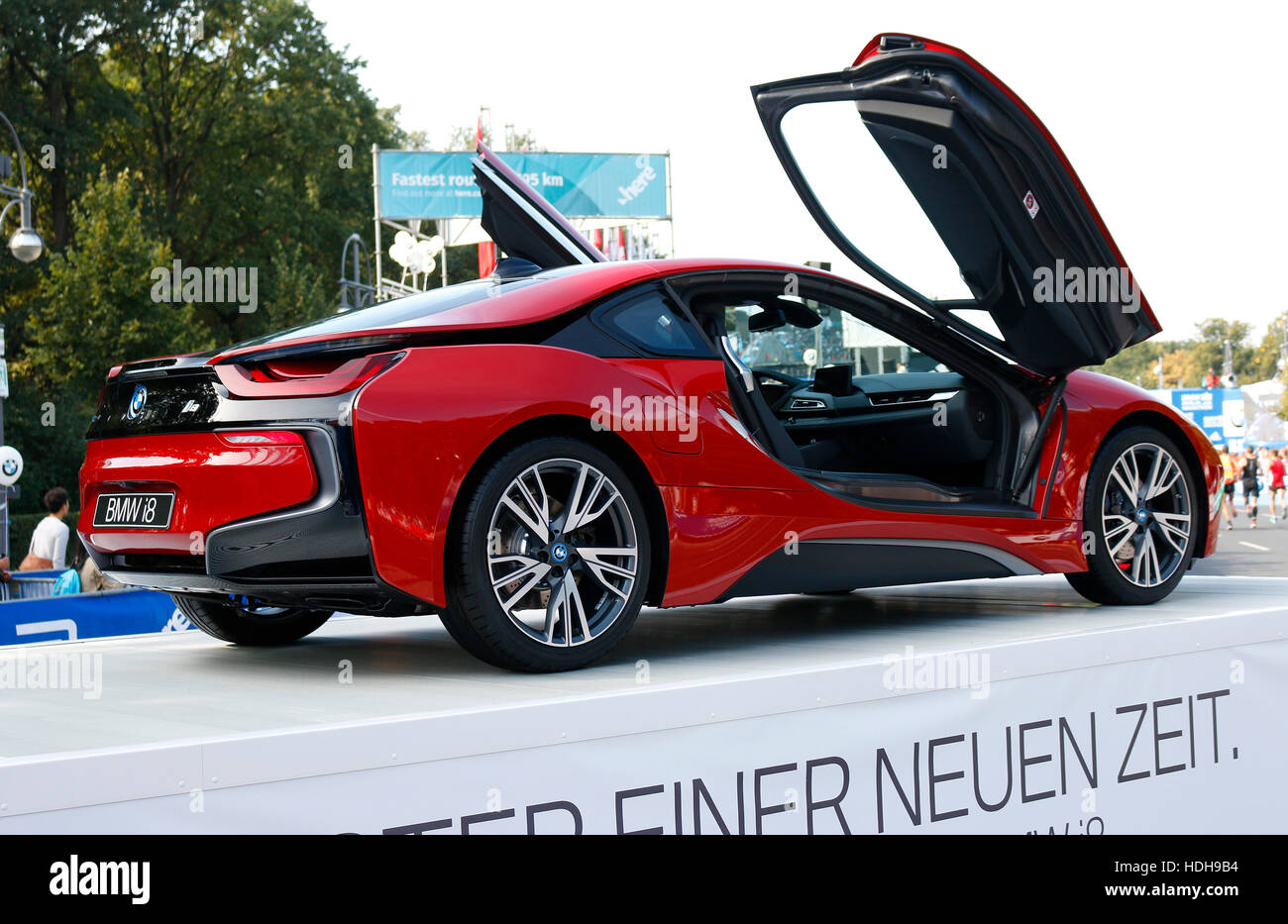 impressionen bmw i8 berlin marathon 25 september 2016 berlin stock photo royalty free. Black Bedroom Furniture Sets. Home Design Ideas