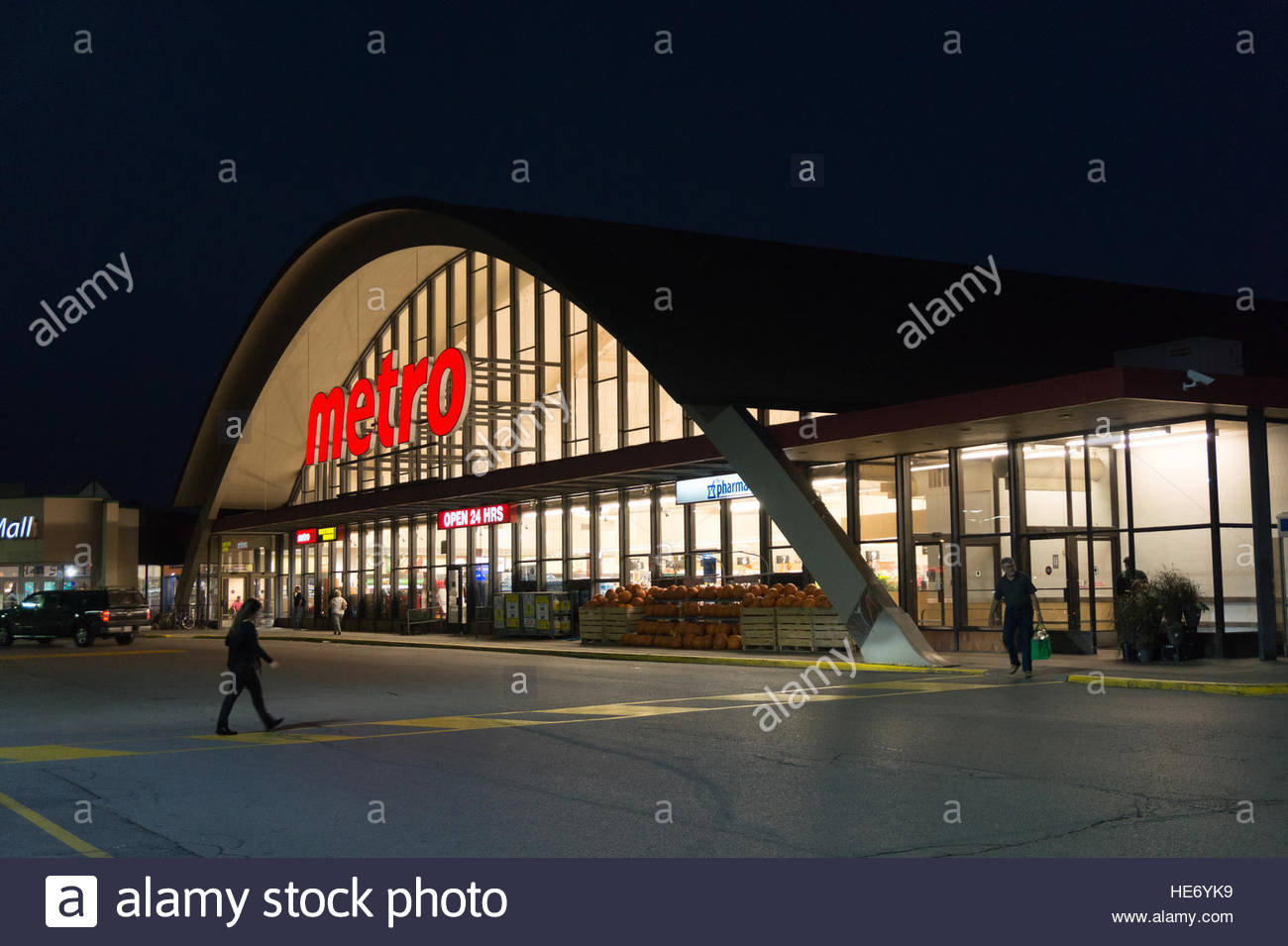 facade of metro store a 24 hours open supermarket in. Black Bedroom Furniture Sets. Home Design Ideas