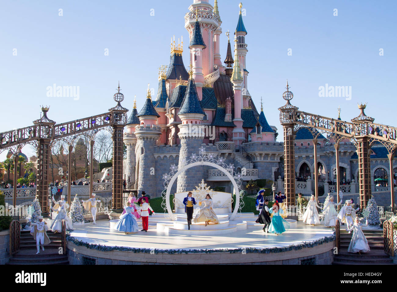 royal christmas wishes at disneyland paris marne la vallee france stock photo 129366747 alamy. Black Bedroom Furniture Sets. Home Design Ideas