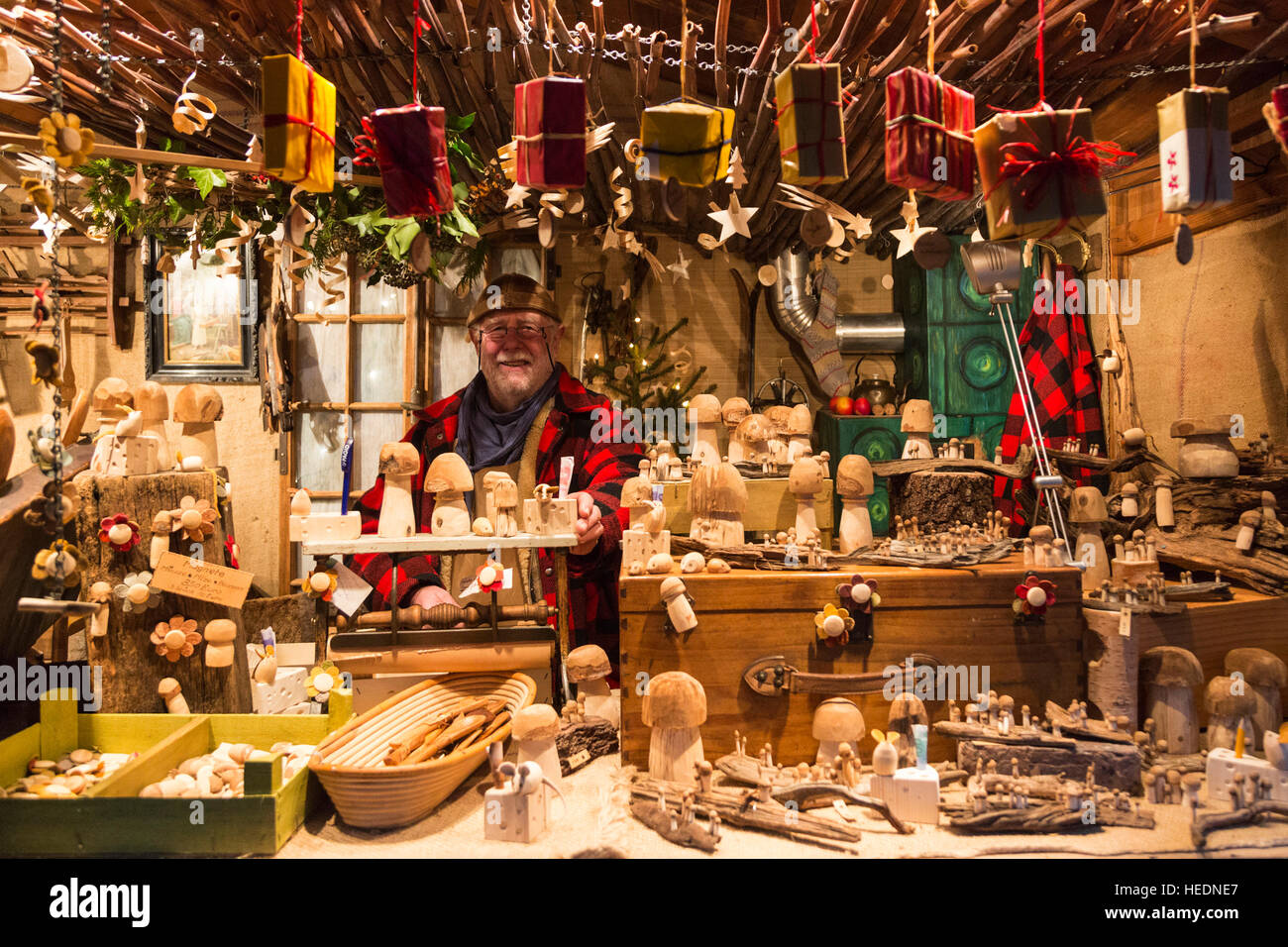 17 december 2016 huts selling traditional goods thousands attend the traditional christmas market at moated castle schloss merode in - Traditional Castle 2016