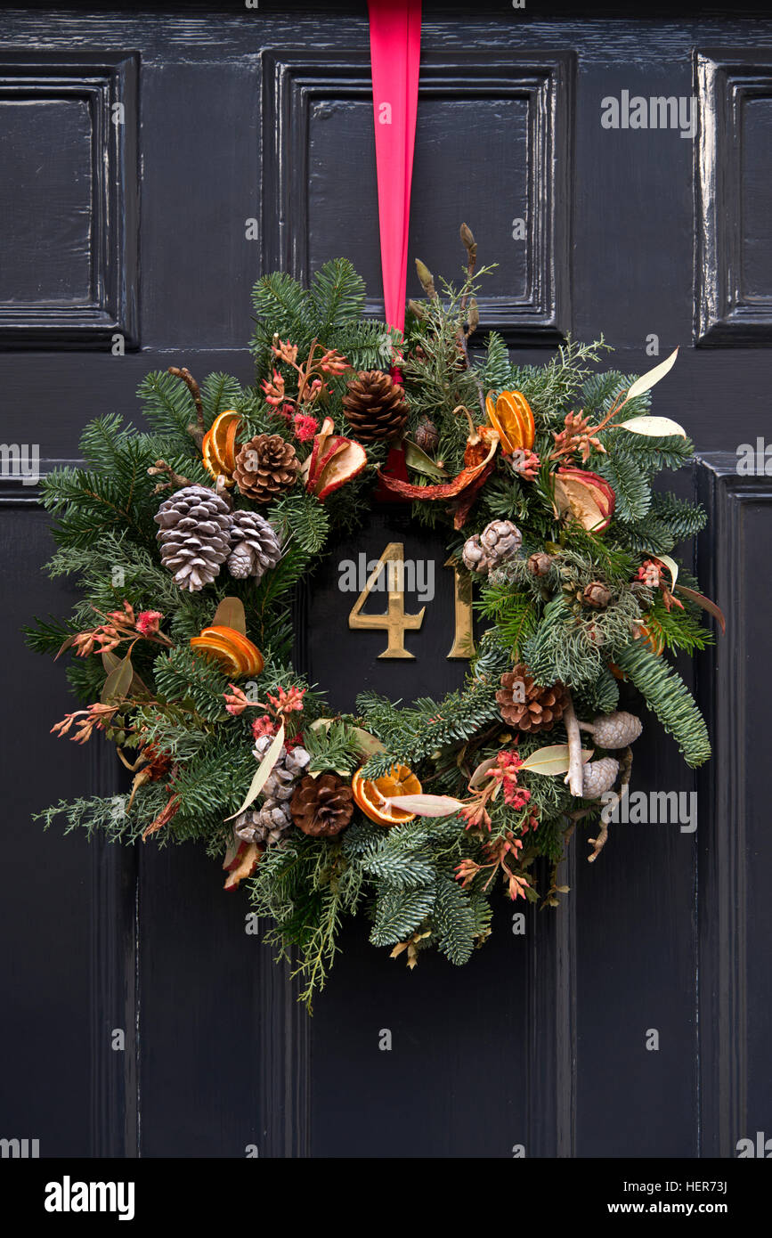 Christmas wreath decorating a door in Edinburgh\'s New Town Stock ...