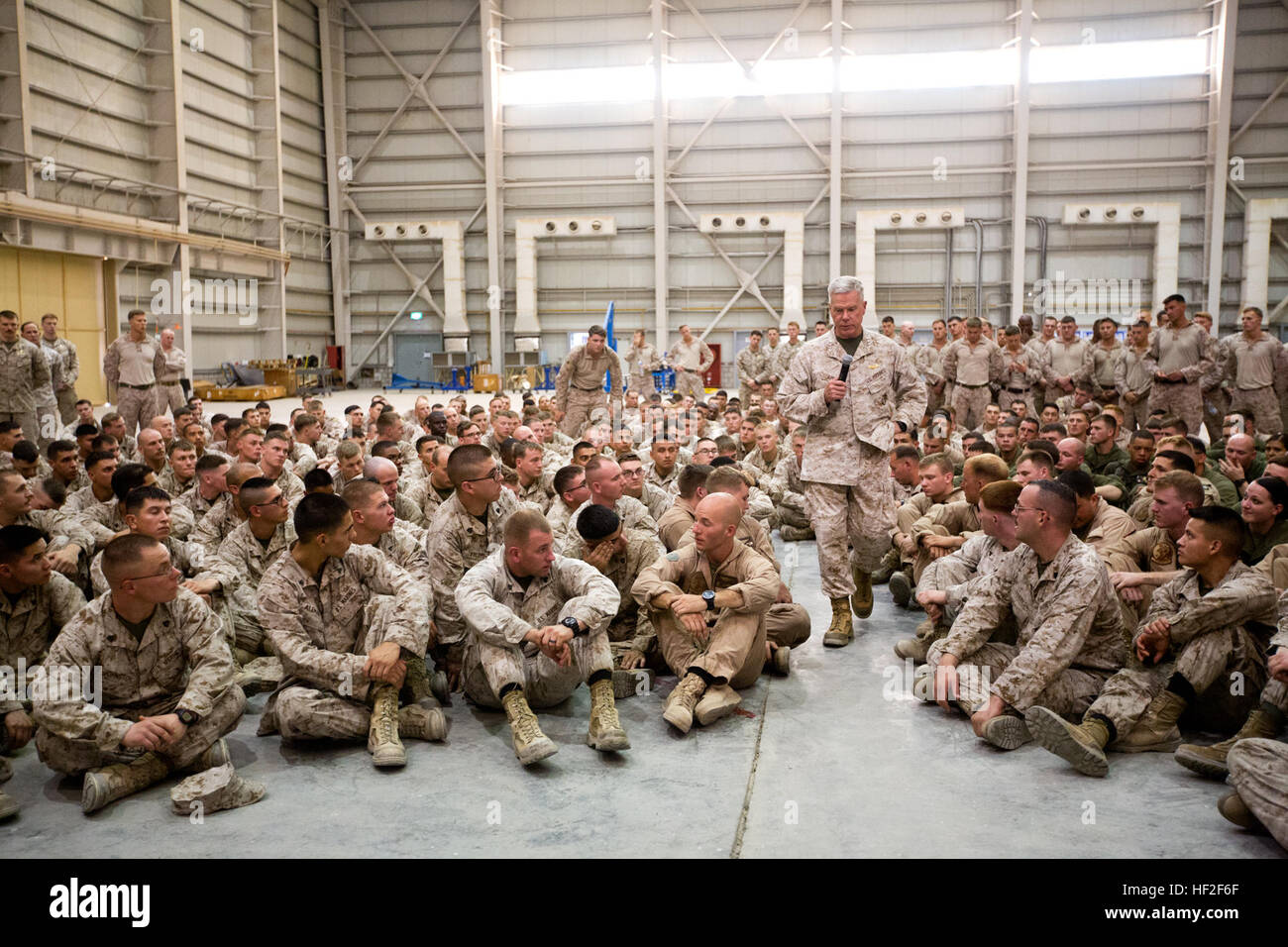Commandant of the us marine corps gen james f amos talks to commandant of the us marine corps gen james f amos talks to marines with 22 marine expeditionary unit meu at ali al salem air base kuwait sept sciox Images