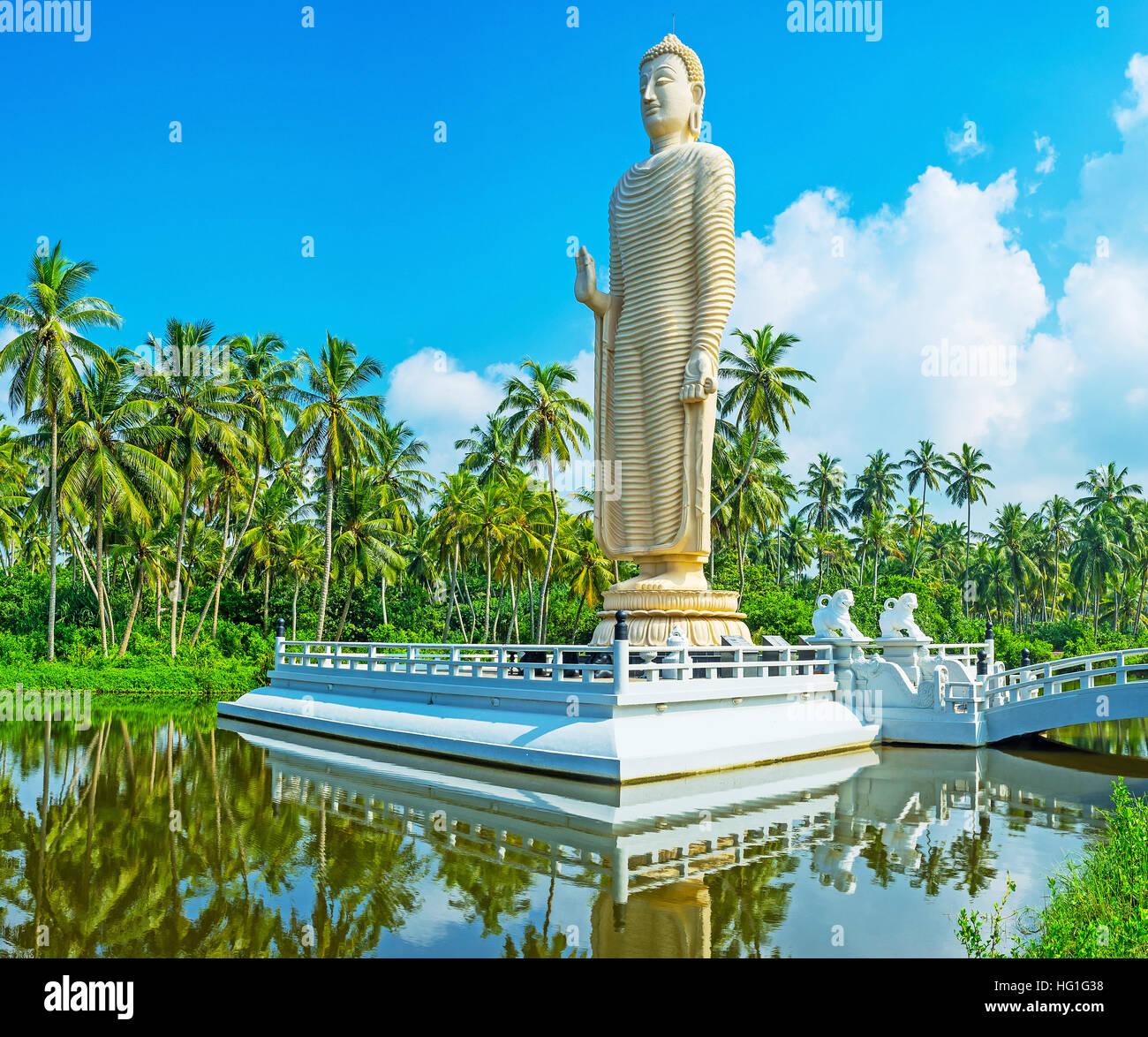 The famous Tsunami Memorial Statue, located in Peraliya village ...