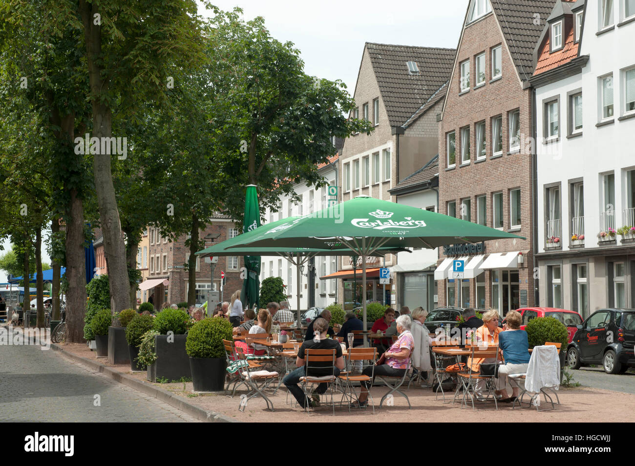 deutschland d sseldorf kaiserswerth kaiserswerther markt stock photo 130590618 alamy. Black Bedroom Furniture Sets. Home Design Ideas