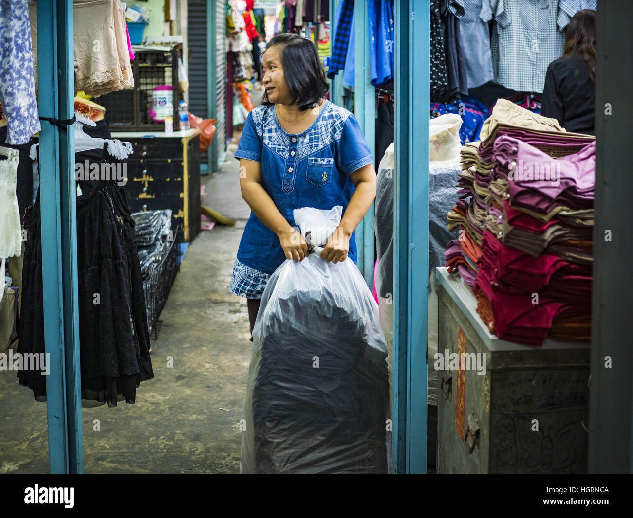 Bangkok, Bangkok, Thailand. 12th Jan, 2017. A vendor pulls a bag ...