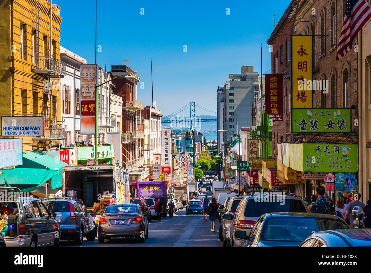 Downtown city life in a busy street of Chinatown San ...
