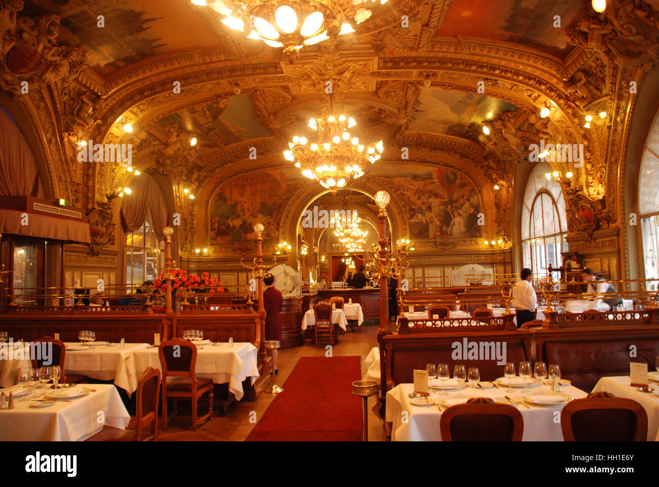 Art deco restaurant le train bleu in train station gare for Deco restaurant