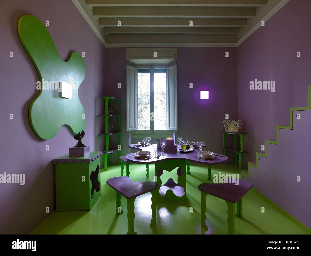 Unusual design: purple in the interior