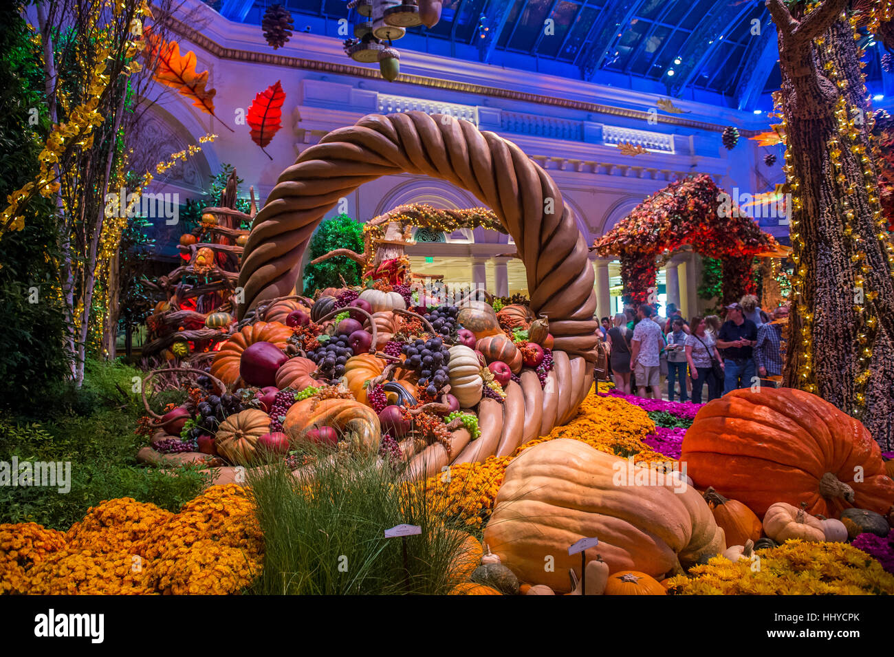 LAS VEGAS   OCT 05 : Fall Season In Bellagio Hotel Conservatory U0026 Botanical  Gardens On October 05 , 2016 In Las Vegas. There Are Five Seasonal Themes