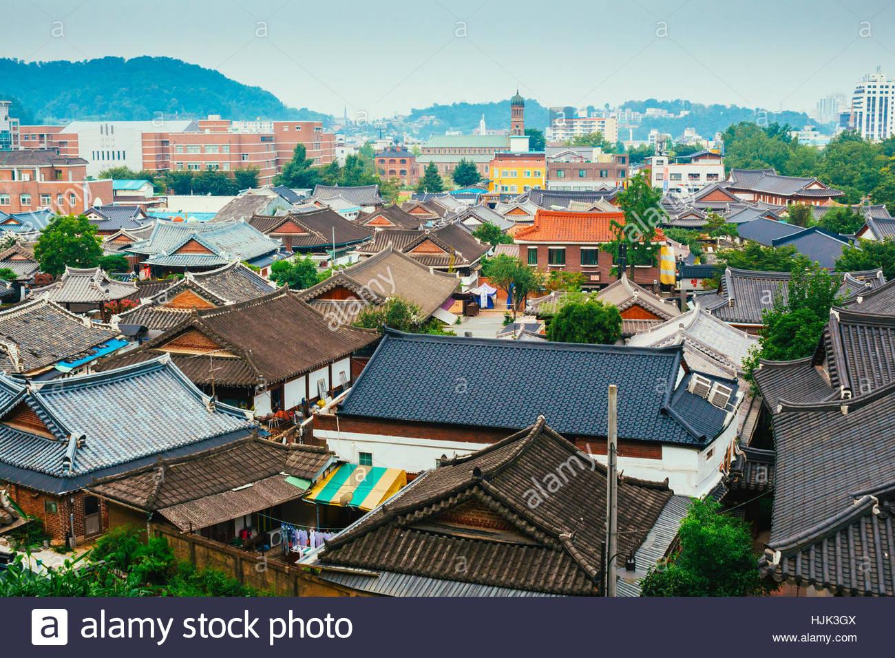 Jeonju, Korea   August 16, 2015 : Korean Traditional Roofing Tile House In  Jeonju Hanok Village