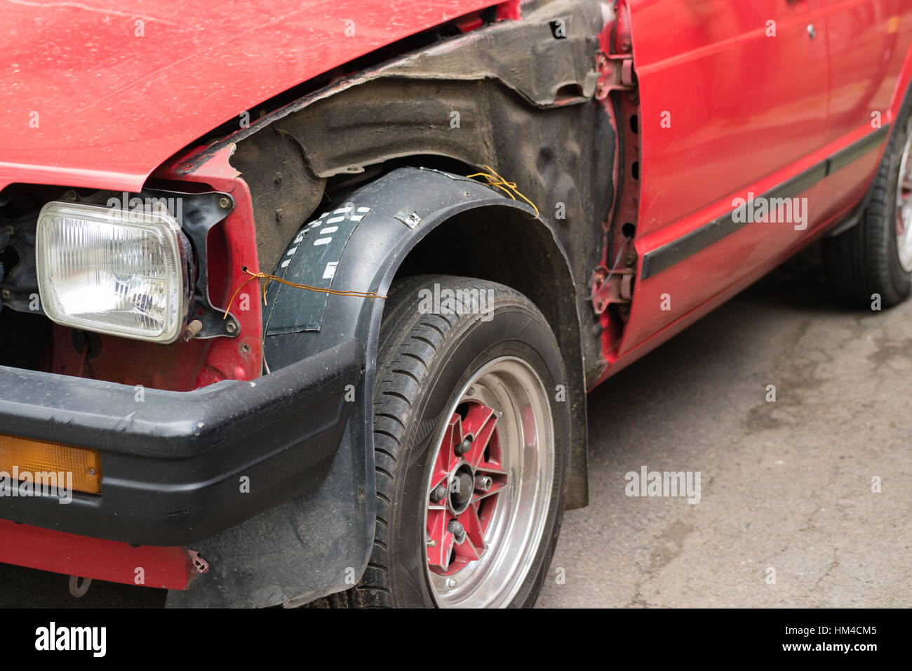 Damaged old red car without body parts Stock Photo: 132863477 - Alamy
