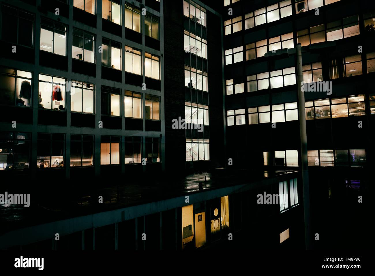 office at night I would like to begin our discussion with an examination of edward hopper's office at night (1940) at first sight, hopper's painting has the effect of a transparent glimpse of modern urban life at first sight, hopper's painting has the effect of a transparent glimpse of modern urban life.