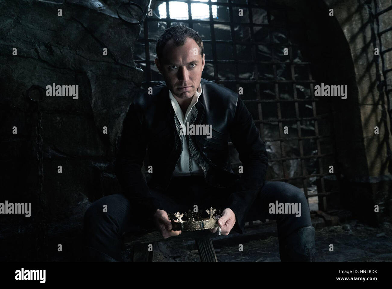 KING ARTHUR: LEGEND OF THE SWORD (2017) JUDE LAW GUY ...