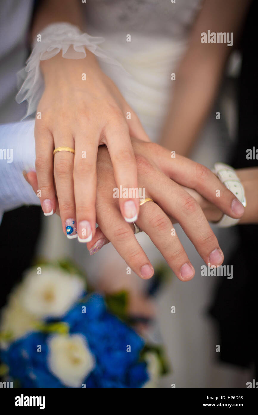 Beautiful hands of wedding couple. Wedding rings and flowers Stock ...