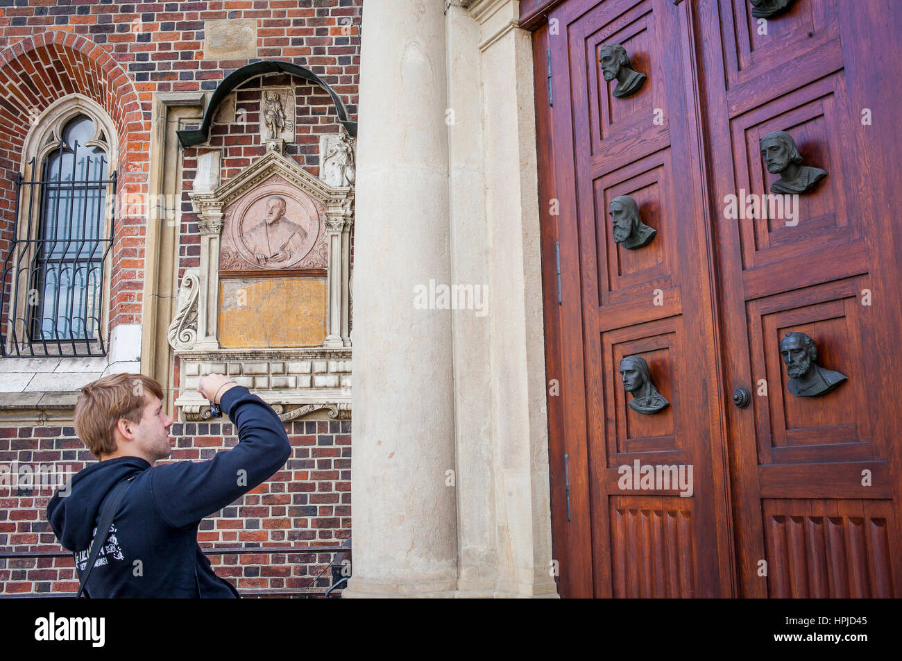 tourist taiking pictures main doors of st mary u0027s basilica in