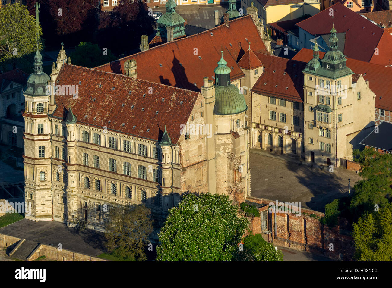 Schwerin Castle, Mecklenburg Vorpommern, Germany Stock Photo ...