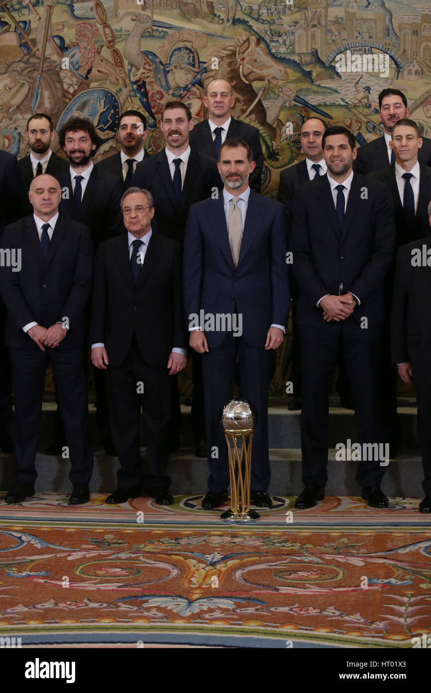 ¿Cuánto mide Florentino Pérez? - Altura - Real height Spanish-king-felipe-vi-miguel-cardenal-florentino-perez-pablo-laso-HT01X3