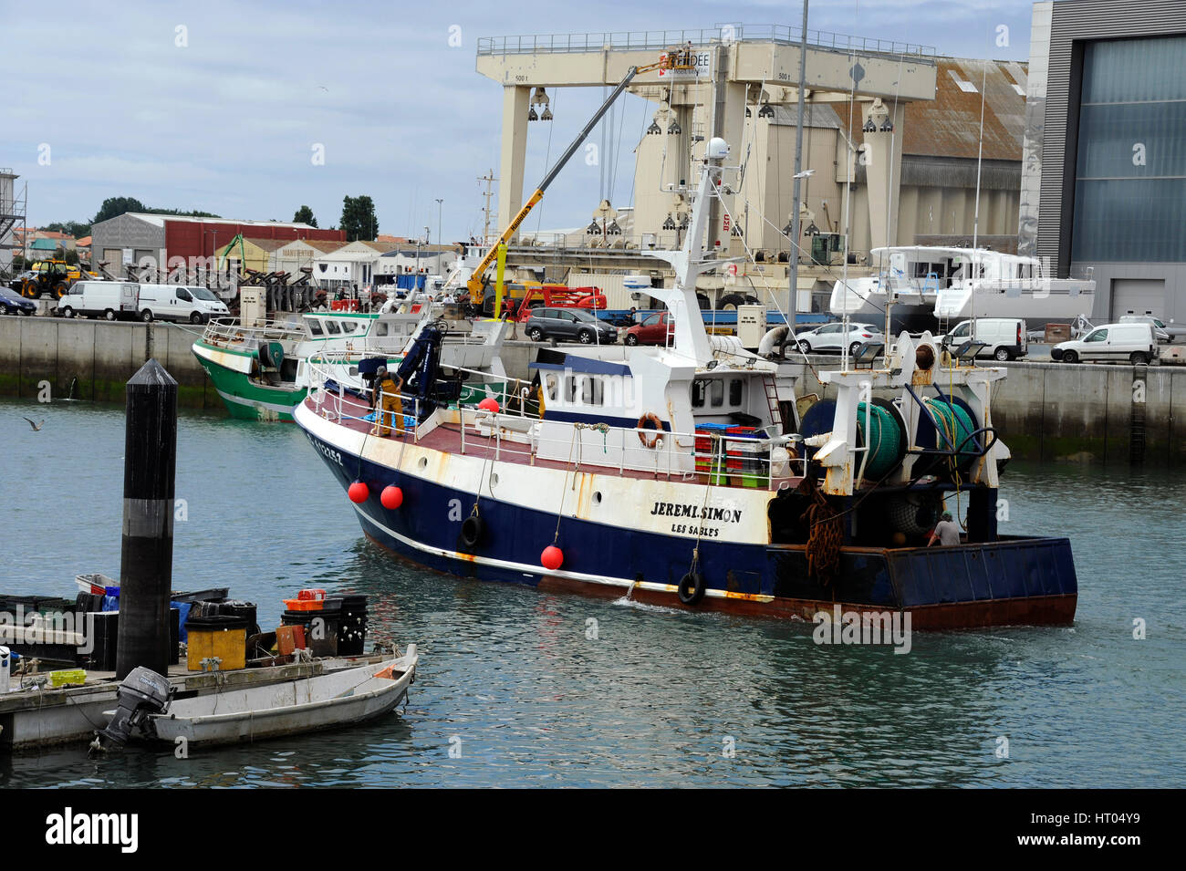 Tuna fishing boat in fishing port of les sables d 39 olonne for Tuna fishing boats