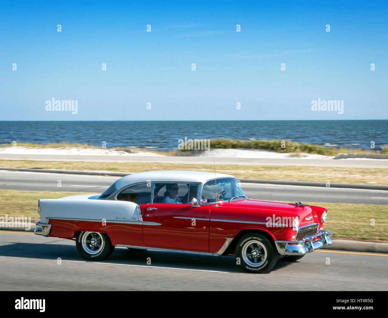 Classic car auction at the Crusin\'The Coast hot rod festival on ...