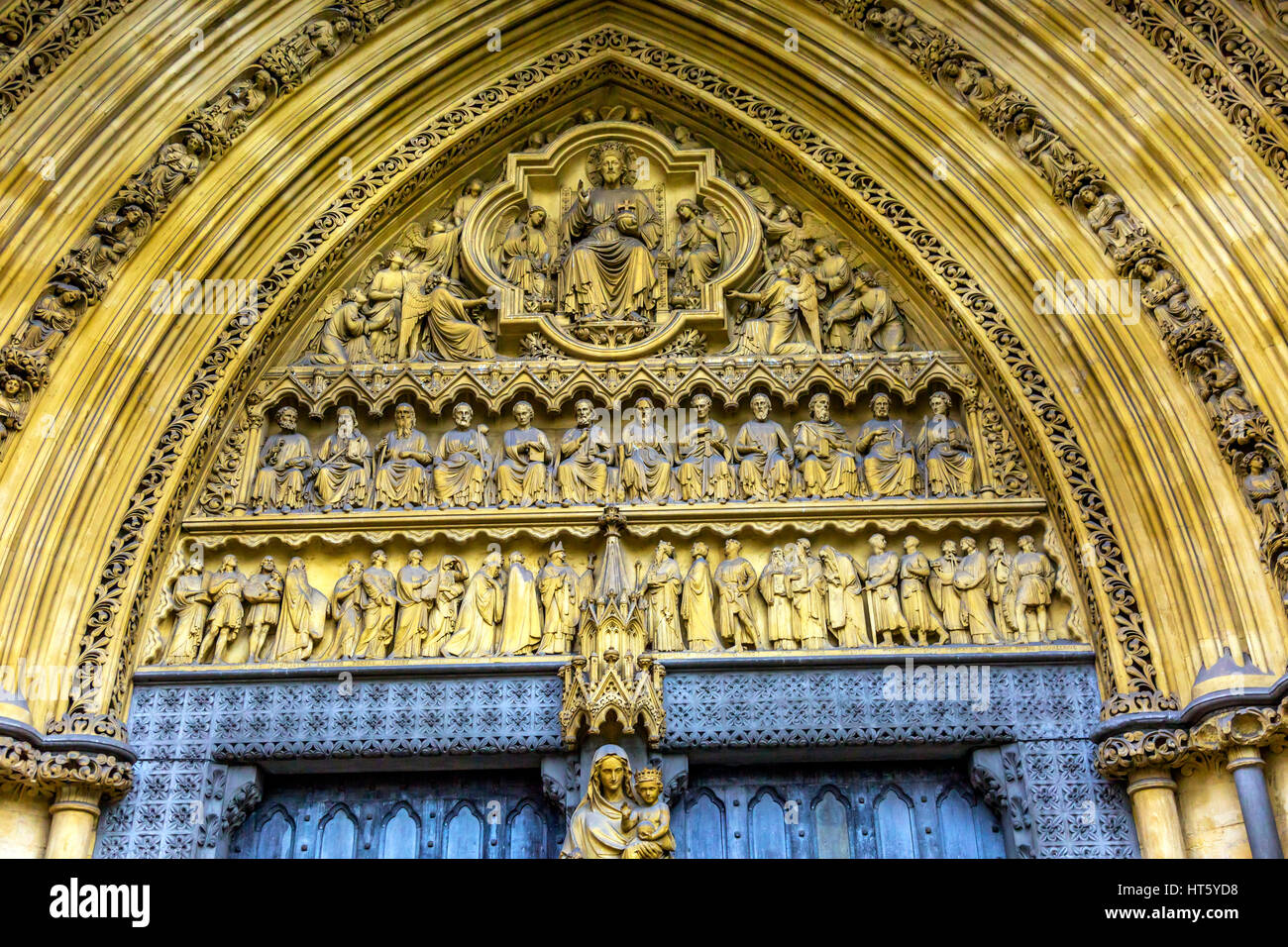 Mary Statue Door Facade Westminster Abbey Church London England. Westminister Abbey has been the burial place of Britain\u0027s monarchs since the 11th ce & Mary Statue Door Facade Westminster Abbey Church London England ... Pezcame.Com