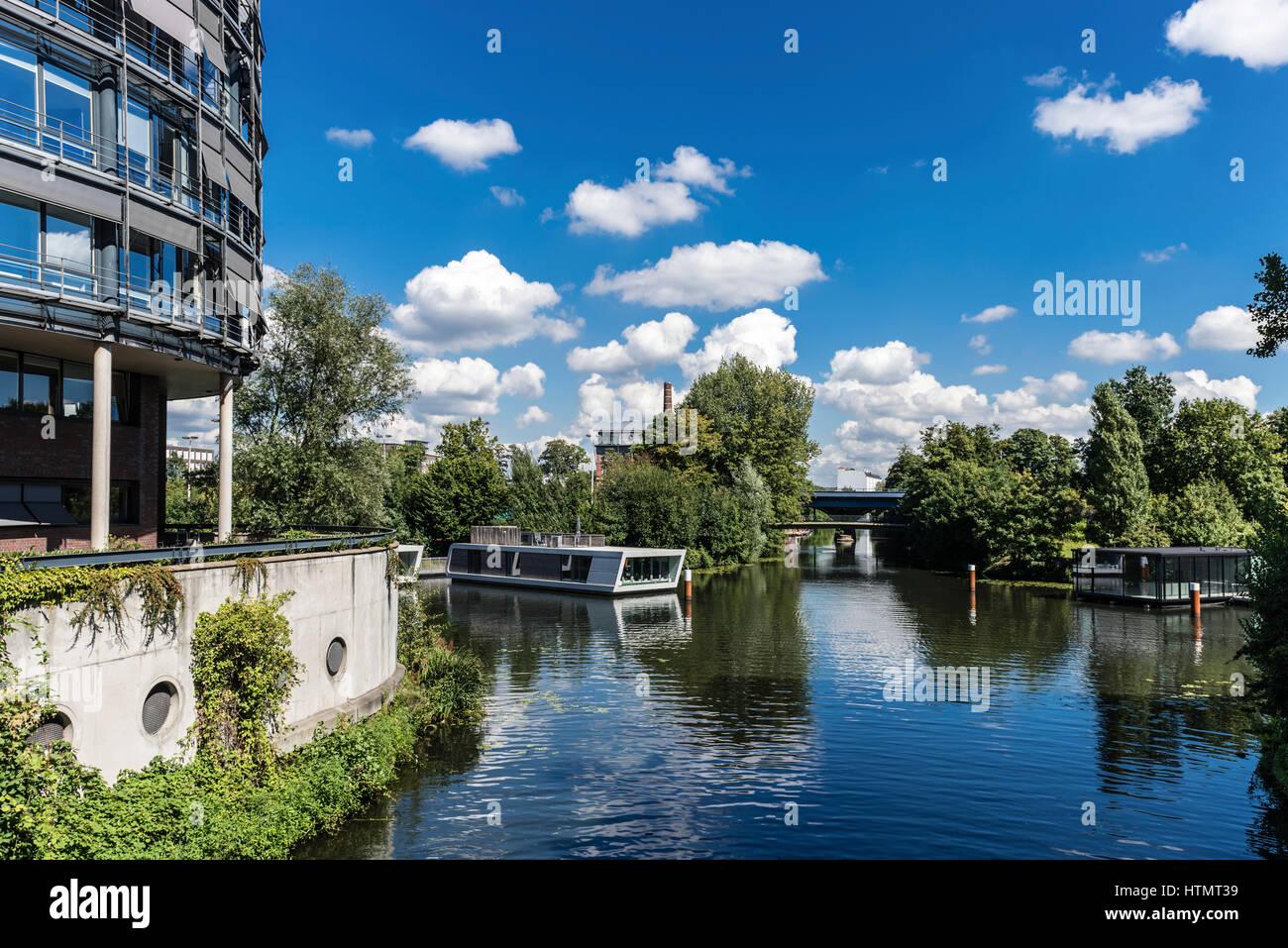 Floating houses on Victoriakai, Hammerbrook, Hamburg, Germany ...