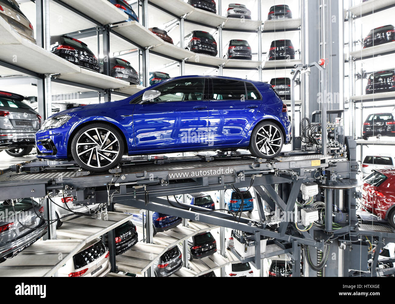 volkswagen golf cars are loaded in a delivery tower at the companies stock photo royalty free. Black Bedroom Furniture Sets. Home Design Ideas