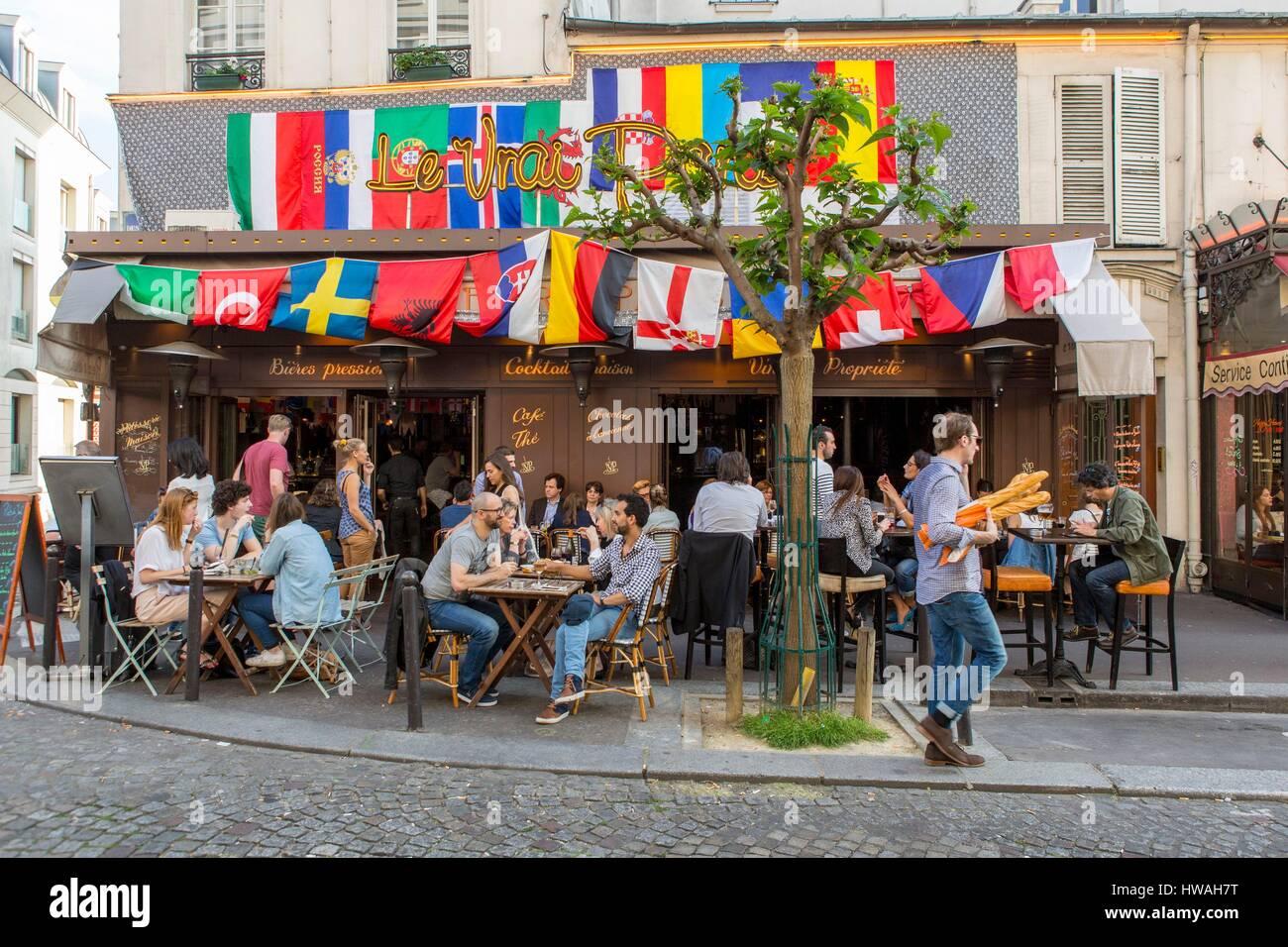 France paris montmartre district restaurant le vrai for Le miroir restaurant montmartre