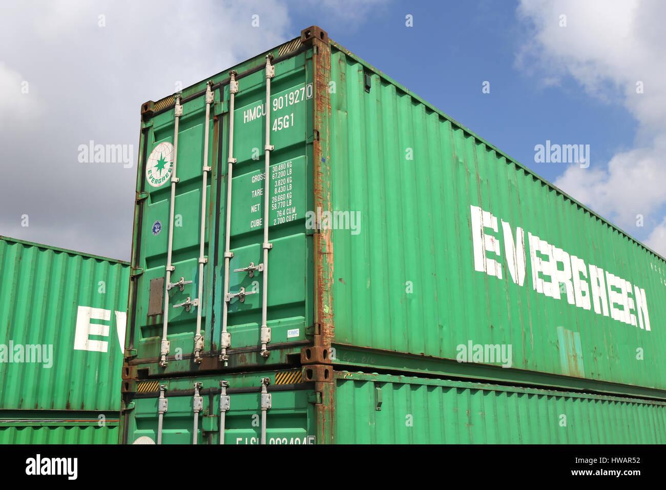 Evergreen 40 ft intermodal container evergreen for Evergreen shop