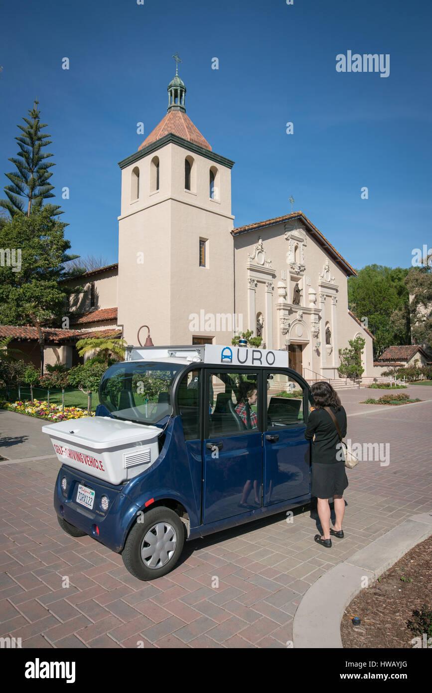 auro-self-driving-shuttle-santa-clara-un
