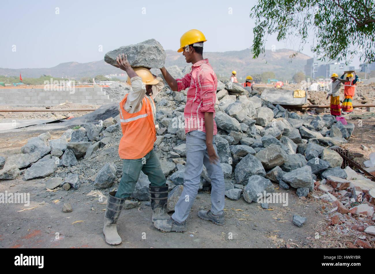 navi mumbai india 21st january 2017 construction laborer working at a site