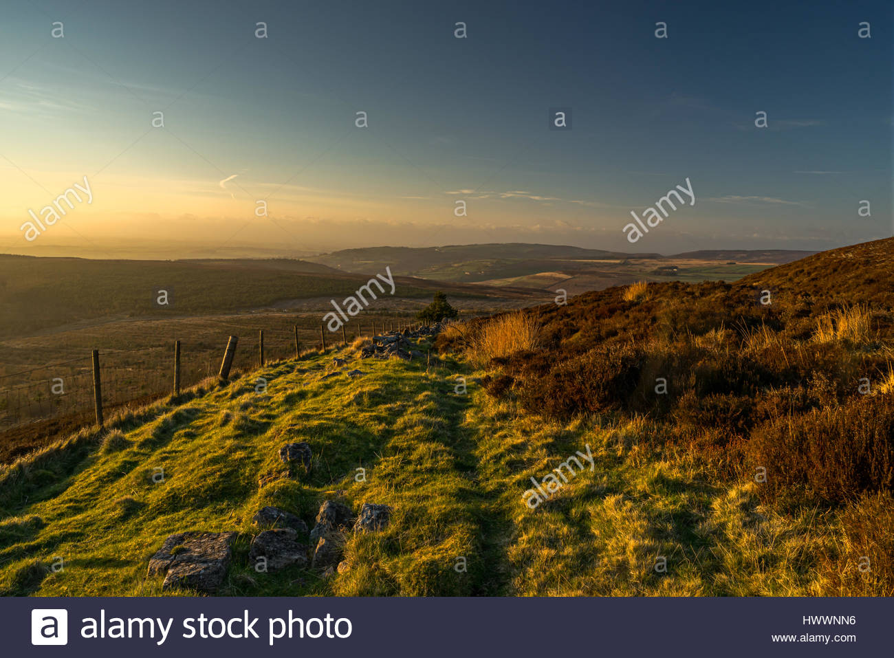 york weather. Black Hambleton Hill, North York Moors, UK. 23rd March, 2017. Weather: A Dry And Sunny End To The Day Just Before Sunset On Moors. Weather